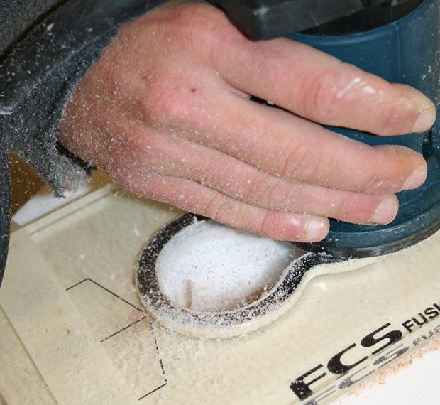 Préparation des emplacements des plugs planche de surf